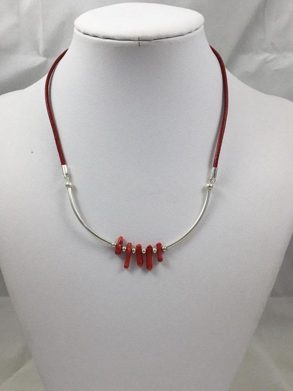 collar-de-coral-plata-cuero